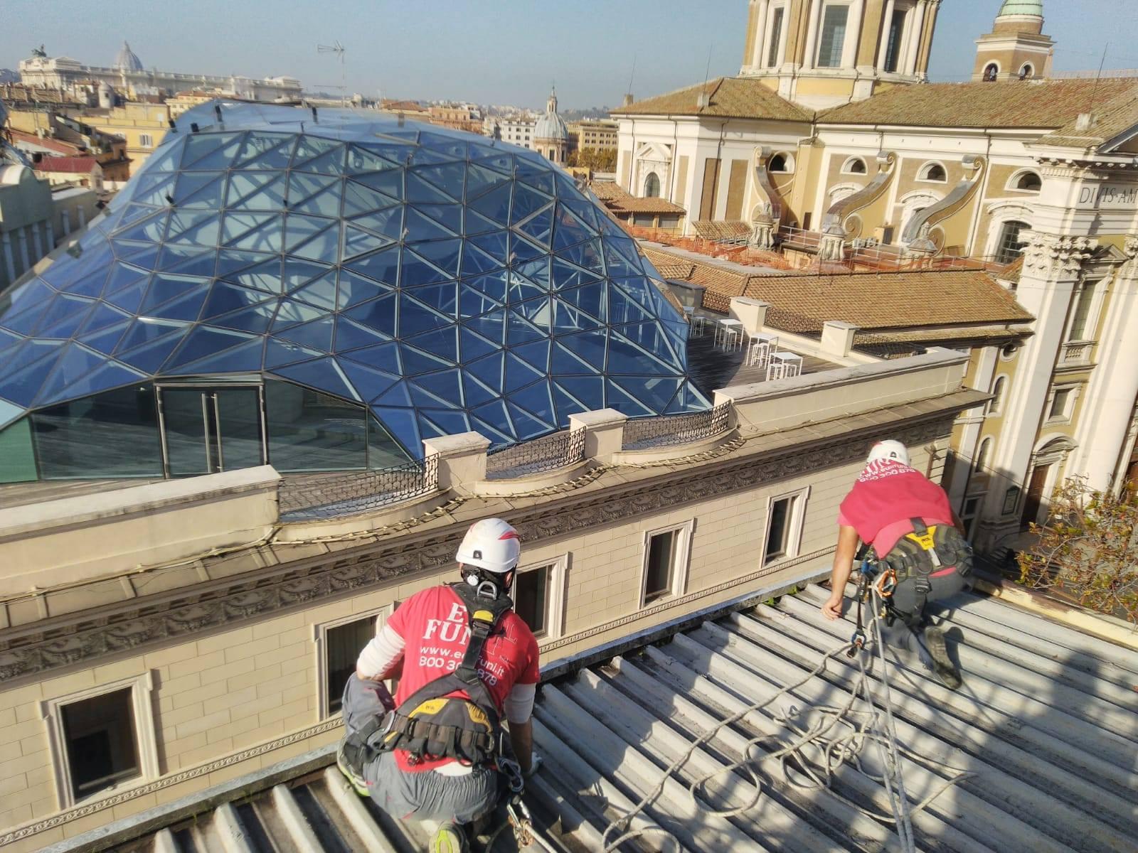 Amianto: come rimuoverlo in sicurezza affidandosi all'edilizia acrobatica