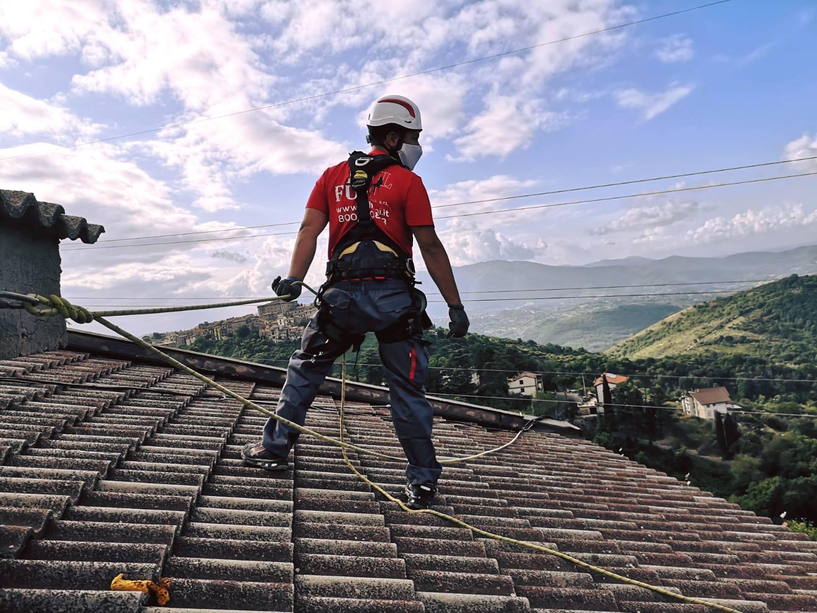 Infiltrazioni d'acqua dal tetto: come risolvere definitivamente