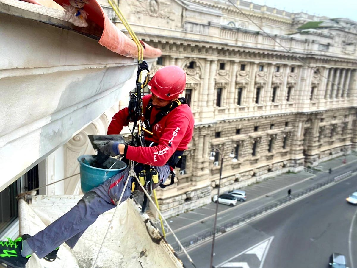 Come ripristinare l'intonaco di una facciata?